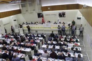 İzmir Büyükşehir Belediye Meclisi, Türkiye'nin güney sınırında oluşturulmaya çalışılan terör koridorunu yok etmek, bölgeye barış ve huzuru getirmek amacıyla başlatılan Barış Pınarı Harekatı'na destek açıklamasında bulundu.  ( Yusuf Şahbaz - Anadolu Ajansı )