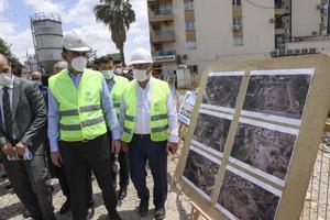 Çevre ve Şehircilik Bakanı Murat Kurum, İzmir'de 30 Ekim depreminden en fazla hasar gören Bayraklı ilçesinde depremzedeler için yapımı süren konut projelerini inceledi. ( Abdulhamit Topal - Anadolu Ajansı )