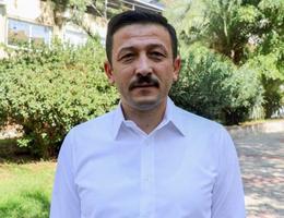 AK Parti Genel Başkan Yardımcısı Hamza Dağ, partilerinde ekim ayında başlayacak kongre süreciyle beraber teşkilatın eğitime alınacağını, 9 ay sürecek çalışma kapsamında partinin 18 yıldır hayata geçirdiği projelerin yanı sıra ilkelerini ve değerlerinin parti üyelerine anlatılacağını söyledi. ( Tezcan Ekizler - Anadolu Ajansı )