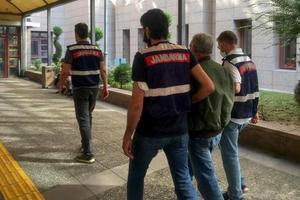 """İzmir'in Aliağa ilçesinde PKK-KCK-PYD-YPG """"silahlı terör örgütüne üye olmak"""" suçundan hakkında arama kaydı olan bir kişi tutuklandı. ( Jandarma Genel Komutanlığı - Anadolu Ajansı )"""