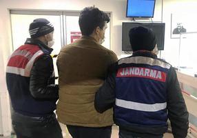 İzmir merkezli 50 ilde Fetullahçı Terör Örgütü'nün (FETÖ) Türk Silahlı Kuvvetleri (TSK) yapılanmasına yönelik operasyonda, örgütün sözde mahrem imamlarıyla ankesörlü telefonlardan irtibat kurdukları tespit edilen ve haklarında gözaltı kararı verilen 295'i muvazzaf 304 kişiden 198'i yakalandı.  ( Jandarma Genel Komutanlığı - Anadolu Ajansı )