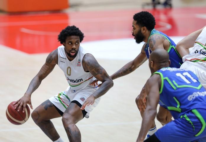 ING Basketbol Süper Ligi 27. hafta erteleme mücadelesinde Aliağa Petkimspor ile TOFAŞ, Aliağa ilçesindeki ENKA Spor Salonu'nda karşılaştı. Aliağa Petkimspor'dan Kendrick Ray (0) karşılaşmada forma giydi.  ( Lokman İlhan - Anadolu Ajansı )