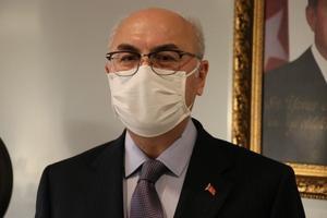 İzmir Valisi Yavuz Selim Köşger (fotoğrafta), yeni tip koronavirüs (Kovid-19) risk haritasında kırmızı kategoride yer alan İzmir'de salgınla mücadele konusunda sabırlı olunmasını, kurallara uyulmasını talep etti. ( Tezcan Ekizler - Anadolu Ajansı )