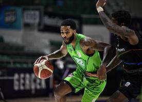 ING Basketbol Süper Ligi'nde 12. hafta erteleme maçında TOFAŞ, konuk ettiği Aliağa Petkimspor'u 88-80 yendi. ( TOFAŞ Spor Kulübü - Anadolu Ajansı )