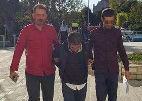 İzmir'in Foça ilçesinde kendisini başkomiser olarak tanıtarak, Fetullahçı Terör Örgütü (FETÖ) bahanesiyle bir kişiden para isteyen zanlı tutuklandı. ( İzmir Emniyet Müdürlüğü - Anadolu Ajansı )