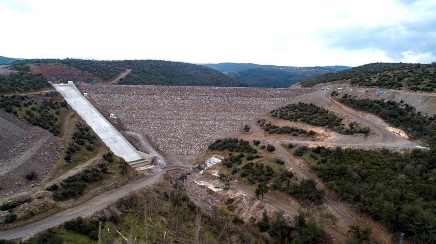 İzmir'in Bergama ilçesinde yapımı tamamlandığında 22 bin 950 dekar araziye su sağlayacak Musacalı Barajının gövde beton kaplama çalışmalarının tamamlandığı bildirildi. ( DSİ - Anadolu Ajansı )
