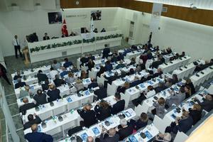 İzmir Büyükşehir Belediye Meclisi, 1 Ocak 2018'den geçerli olmak üzere, suyun metreküp fiyatına yüzde 10 oranında zam yapılmasını kararlaştırdı. ( Tezcan Ekizler - Anadolu Ajansı )