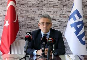 Afet ve Acil Durum (AFAD) İl Müdürü Kartal Muhcı (fotoğrafta), 2021'de kent genelinde 3,5 milyon kişiye afet eğitimi vermeyi amaçladıklarını söyledi. ( Yusuf Şahbaz - Anadolu Ajansı )