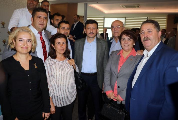 AK Parti İl Başkanlığında düzenlenen 19 Ekim Muhtarlar Günü etkinliğine AK Parti Genel Başkan Yardımcısı Hamza Dağ (sağ4) katıldı. Dağ, programın ardından muhtarlarla fotoğraf çektirdi.  ( Mehmet Çalık - Anadolu Ajansı )