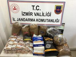 İzmir'in Aliağa ilçesinde yapılan operasyonda 4 bin 480 içi tütünle doldurulmuş makaron ve yaklaşık 34 kilogram bandrolsüz açık tütün ele geçirildi. ( İzmir İl Jandarma Komutanlığı - Anadolu Ajansı )