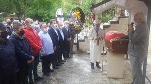 İzmir'den 17. dönem milletvekilliği yapan Ahmet Süter, 96 yaşında vefat etti. Bergama ilçesi Maltepe Mahallesindeki evinde hayatını kaybeden Süter için, Yeni Cami'de cenaze namazı kılındı. ( Mehmet Ezgin - Anadolu Ajansı )