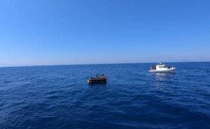 İzmir'in Dikili ilçesi açıklarında Yunanistan unsurlarınca Türk kara sularına bırakılan 13 sığınmacı kıyıya çıkarıldı. ( Sahil Güvenlik Komutanlığı - Anadolu Ajansı )