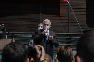 AK Parti Genel Başkanvekili ve İzmir Milletvekili Binali Yıldırım, İzmir'in Menemen ilçesinde bazı temaslarda bulundu. Menemen Belediyesini ziyaret eden Yıldırım, burada konuşma yaptı. ( Lokman İlhan - Anadolu Ajansı )