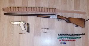 İzmir ve Tekirdağ'da, yasa dışı silah ticareti yaptıkları iddiasıyla 19 kişi gözaltına alındı. Şüphelilerin ev ve iş yerlerindeki aramalarda 24 tabanca, tabancalara ait çok sayıda şarjör ve fişek, 5 tüfek ve bunlara ait mühimmat, silah imalatında kullanılan malzemeler ve birleştirilmek üzere hazır olan tabanca parçaları, sentetik uyuşturucu, esrar ve sentetik hap olmak üzere uyuşturucu madde ele geçirildi. ( Emniyet Genel Müdürlüğü - Anadolu Ajansı )