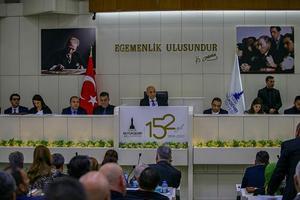 İzmir Büyükşehir Belediye Meclisinin şubat ayı ilk toplantısı, Büyükşehir Belediye Başkanı Tunç Soyer başkanlığında gerçekleştirildi. Toplantıda, Kenan Evren'in isminin sokak ve caddelerden kaldırılması oy birliğiyle kabul edildi. ( Halil Fidan - Anadolu Ajansı )