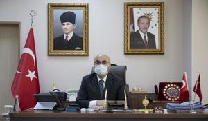 İzmir Valisi Yavuz Selim Köşger, kentte yeni tip koronavirüs (Kovid-19) vaka sayılarının 30 Ekim'de yaşanan deprem ile yükselişe geçtiğini ancak son bir haftada alınan tedbirlerle yeni vaka sayılarında yüzde 25 civarında azalma gözlendiğini bildirdi. ( Lokman İlhan - Anadolu Ajansı )