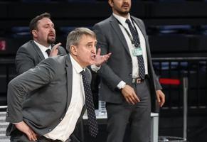ING Basketbol Süper Ligi'nin 21. haftasında Galatasaray, Sinan Erdem Spor Salonu'nda Aliağa Petkimspor ile karşılaştı. Aliağa Petkimspor Başantrenörü Kestutis Kemzura oyuncularına taktik verdi. ( Elif Öztürk - Anadolu Ajansı )