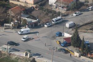 İzmir'in 3 ilçesinde jandarma ekiplerince helikopterle yapılan trafik denetiminde 25 sürücüye 19 bin 527 lira ceza kesildi. ( İzmir İl Jandarma Komutanlığı - Anadolu Ajansı )