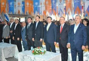 AK Parti Genel Başkan Yardımcısı Hamza Dağ, AK Parti Bayındır İlçe Başkanlığının 7. Olağan Kongresi'ne katıldı.   ( Turgay Konuralp - Anadolu Ajansı )
