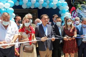 DEVA Partisi Genel Başkanı Ali Babacan, İzmir programı kapsamında partisinin Kiraz ilçe başkanlığının açılışını yaptı. ( Turgay Konuralp - Anadolu Ajansı )