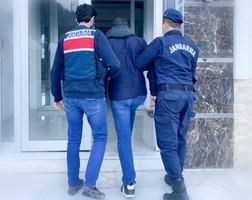 İzmir'de sosyal medyadan terör örgütlerini öven paylaşımlarda bulunduğu öne sürülen 7 kişi yakalandı. ( İzmir İl Jandarma Komutanlığı - Anadolu Ajansı )