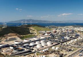 """Star Rafineri Genel Müdürü Mesut İlter, rafinerinin 6 milyar dolarlık yatırımla Türkiye'de tek noktaya yapılan en büyük doğrudan yatırım olduğunu belirterek, """"Star Rafineri, Eylül 2018'de devreye alınacak, üretim başlayacak. Yıllık 10 milyon ton ham petrol işleme kapasitesi bulunan rafinerimizle dışa bağımlı olduğumuz ürünleri Aliağa'da üreteceğiz."""" dedi. ( Star Rafineri  - Anadolu Ajansı )"""