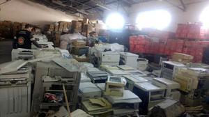 İzmir'de düzenlenen operasyonda yurda kaçak olarak getirildikleri belirlenen 70 fotokopi makinesi ele geçirildi, şüpheli 2 kişi gözaltına alındı. ( İzmir Gümrük Muhafaza Kaçakçılık ve İstihbarat Müdürlüğü - Anadolu Ajansı )