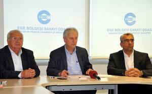Ege'nin ilk 100 büyük sanayi kuruluşu, Ege Bölgesi Sanayi Odası'nda (EBSO), düzenlenen toplantıda açıklandı. EBSO Yönetim Kurulu Başkanı Ender Yorgancılar, 35 yıldır aralıksız yaptıkları ilk 100 değerlendirmesinde listeye bu yıl 17 yeni firma giriş yaptığını. 54 firmanın yükseldiğini, 21 firmanın ise aşağı sıralara indiğini söyledi.  ( Ahmet Bayram - Anadolu Ajansı )