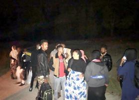 İzmir'in Aliağa ilçesinde 25 düzensiz göçmen yakalandı. ( Jandarma Genel Komutanlığı - Anadolu Ajansı )