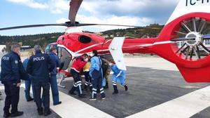 İzmir'in Foça ilçesi açıklarında denize düşen eğitim uçağındaki 2 pilot kurtarıldı. Foça Devlet Hastanesine kaldırılan pilotlardan biri helikopterle Ege Üniversitesi Hastanesine sevk edildi.  ( Foça Jandarma Okulu  - Anadolu Ajansı )