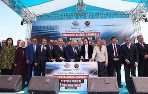 Başbakan Binali Yıldırım, Ulaştırma Denizcilik ve Haberleşme Bakanı Ahmet Arslan ve Orman ve Su İşleri Bakanı Veysel Eroğlu, Menemen-Aliağa-Çandarlı Otoyolu Temel Atma Töreni'ne katıldı. ( Başbakanlık / Mustafa Aktaş - Anadolu Ajansı )