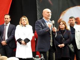 CHP İzmir Büyükşehir Belediye Başkan adayı Tunç Soyer, Urla Cumhuriyet Meydanı'ndaki CHP seçim bürosu açılışında bir konuşma yaptı.   ( Göksel Kayseri - Anadolu Ajansı )