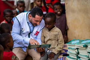 """Hayrat İnsani Yardım Derneği tarafından """"Dünya Kur'an Okuyor"""" kampanyası kapsamında İzmir'den Cibuti'ye 30 bin Kur'an-ı Kerim gönderildi.  ( Hayrat İnsani Yardım Derneği  - Anadolu Ajansı )"""