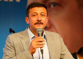 AK Parti Genel Başkan Yardımcısı Hamza Dağ,  AK Parti 7. Olağan İlçe Kongresi'nde konuşma yaptı. ( Halil Fidan - Anadolu Ajansı )