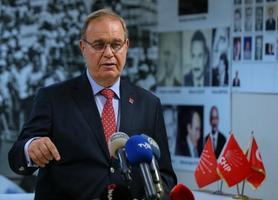 CHP Genel Başkan Yardımcısı ve Parti Sözcüsü Faik Öztrak, partisinin İzmir il başkanlığında basın toplantısı düzenledi. ( Emin Mengüarslan - Anadolu Ajansı )