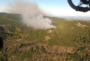İzmir'in Bergama ilçesinde ormanlık alanda yangın çıktı. yangına, İzmir Orman Bölge Müdürlüğüne bağlı 37 arazöz ile 3 helikopter ve 3 dozerle müdahale ediliyor. ( İzmir Orman Bölge Müdürlüğü - Anadolu Ajansı )