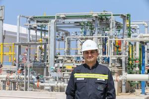 SOCAR Türkiye Üst Yöneticisi Zaur Gahramanov, Petkim'in Aliağa kampüsü içinde yapacakları ikinci petrokimya tesisi için fizibiliteyi 2019'un nisan ayında tamamlayarak haziranda çalışmalara başlamayı düşündüklerini, bunun çok büyük bir yatırım olacağını belirtti. ( Emin Mengüarslan - Anadolu Ajansı )