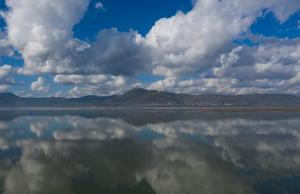 İzmir'de son 1 haftada aralıklarla devam eden yağışlara karşın barajlardaki su oranı, geçen yılın gerisinde kaldı. Bu yıl yaz ve sonbaharda az yağış alan İzmir'de, kente içme suyu sağlayan barajlardaki doluluk oranlarında düşüş gözlendi.  Geçen yılki doluluk oranı rakamlarına göre Tahtalı Barajı (fotoğrafta) yüzde 65'ten yüzde 39'a geriledi.   ( Mahmut Serdar Alakuş - Anadolu Ajansı )