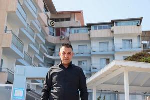 İzmir depremi ve Muğla'daki orman yangınlarında ihtiyaç sahiplerini İzmir'in Foça ilçesindeki otelinde misafir eden iş adamı Gökay Budak, bu kez deniz manzaralı otelini barınma ihtiyacı olan üniversite öğrencilerine ücretsiz açtı. Manisa Ticaret ve Sanayi Odası Meclis Üyesi Budak, AA muhabirine açıklamada bulundu. ( Mehmet Emin Mengüarslan - Anadolu Ajansı )