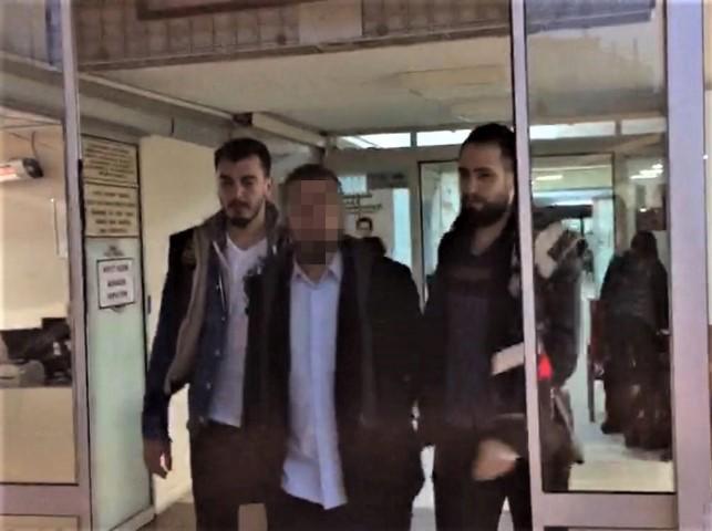 İzmir'de terör örgütü DEAŞ'a eleman kazandırdıkları iddia edilen 8 şüpheli gözaltına alındı. ( İzmir Emniyet Müdürlüğü - Anadolu Ajansı )