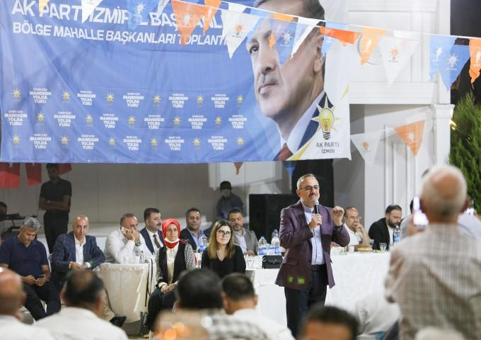 AK Parti İzmir İl Başkanı Kerem Ali Sürekli, Konak, Karabağlar, Buca, Narlıdere ve Bornova Mahalle Başkanları ile bir araya geldi. ( AK Parti İzmir İl Başkanlığı  - Anadolu Ajansı )