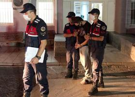 İzmir'in Aliağa ilçesinde 17 farklı dolandırıcılık olayından aranan şüpheli gözaltına alındı.  ( İl Jandarma Komutanlığı - Anadolu Ajansı )
