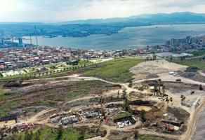 İzmir'de 30 Ekim 2020'de meydana gelen 6,6 büyüklüğündeki depremde evleri yıkılan ve ağır hasar gören depremzedeler için Bayraklı ilçesindeki rezerv alanında yapılacak 3 bin 500 konuttan ilk etabı olan 397'sinde inşaat çalışmaları hızla devam ediyor. ( Mahmut Serdar Alakuş - Anadolu Ajansı )